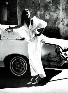 Vera_Seduzione_von_Unwerth_Vogue_Italia_May_1994_05.thumb.png.b25c35967dfc0774540b1d7d692179ca.png