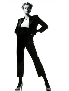Watson_Vogue_Italia_February_1988_01_06.thumb.png.51ff8e98b10bb1699d0a79023526559e.png
