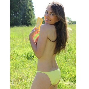 elizabethhurley1_2___CAdpaq9lnah___.jpg