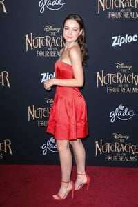 sadie-stanley-the-nutcracker-and-the-four-realms-premiere-in-hollywood-8.jpg