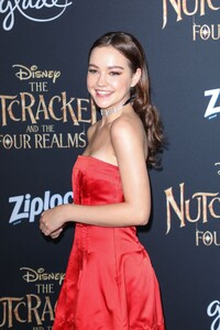 sadie-stanley-the-nutcracker-and-the-four-realms-premiere-in-hollywood-9.jpg