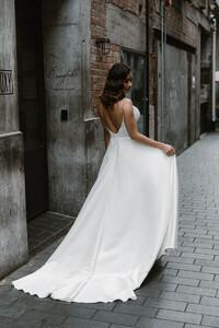 suri-gown-backless-wedding-long-train.jpg
