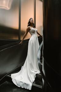 suri-plain-wedding-gown-princess.jpg