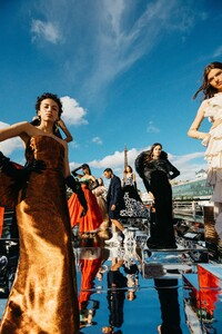 00001-Balmain-Couture-Fall-20.thumb.jpg.27bd0145b82e95e5157685f14f33e8f1.jpg