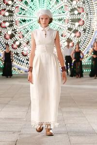 00002-Dior-Resort-Spring-2021.thumb.jpg.6a9aee16c29d1a435a8675cf3a5cb12e.jpg
