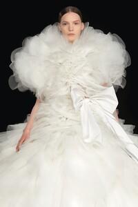 00016-Valentino-Couture-DETAILS-Fall-2020.thumb.jpg.e427dd51ada1f7cff88ede807d981b7d.jpg