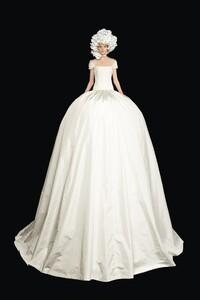 00022-Valentino-Couture-Fall-2020.thumb.jpg.b51cace36a67ff55783092156d290177.jpg