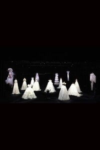 00033-Valentino-Couture-Collection-Fall-2020.thumb.jpg.83366cd2657ee0b6baf89812263febab.jpg