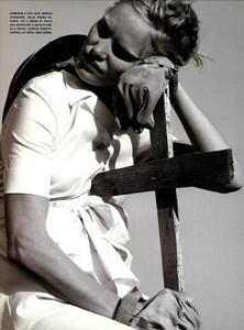 ARCHIVIO - Vogue Italia (June 1999) - Joie de Vivre - 009.jpg