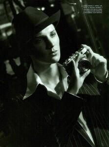 ARCHIVIO - Vogue Italia (December 2001) - Gleaming Evenings - 015.jpg