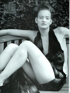 ARCHIVIO - Vogue Italia (December 2000) - Winter Verve - 011.jpg
