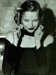 ARCHIVIO - Vogue Italia (December 2001) - Gleaming Evenings - 013.jpg
