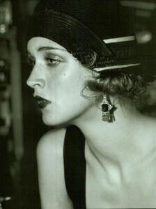 ARCHIVIO - Vogue Italia (December 2001) - Gleaming Evenings - 005.jpg