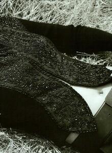 ARCHIVIO - Vogue Italia (December 2002) - Wild And Chic - 006.jpg