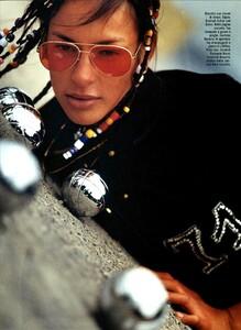ARCHIVIO - Vogue Italia (May 2003) - Suggestions - 003.jpg