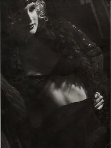 ARCHIVIO - Vogue Italia (December 2001) - Gleaming Evenings - 016.jpg