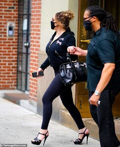 30454992-8495243-Back_in_black_Mariah_Carey_50_rocked_an_edgy_all_black_look_whil-a-5_1594060006598.jpg