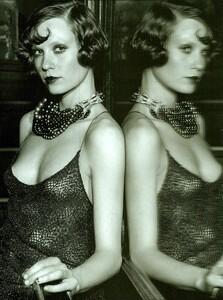 ARCHIVIO - Vogue Italia (December 2001) - Gleaming Evenings - 007.jpg