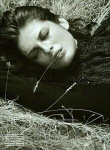 ARCHIVIO - Vogue Italia (December 2002) - Wild And Chic - 005.jpg