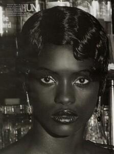 ARCHIVIO - Vogue Italia (December 2001) - Gleaming Evenings - 010.jpg