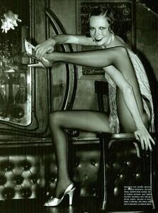 ARCHIVIO - Vogue Italia (December 2001) - Gleaming Evenings - 008.jpg
