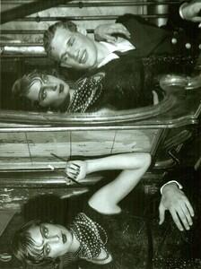 ARCHIVIO - Vogue Italia (December 2001) - Gleaming Evenings - 012.jpg
