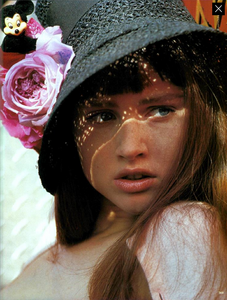 Barbieri_Vogue_Italia_March_1985_14.thumb.png.85d6bd09a39ee8b36adf865bad13d483.png