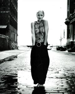Meisel_Perez_Vogue_Italia_November_1992_03.thumb.png.8ef260b5ef9a42a624ba2c33a33e0018.png