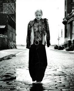 Meisel_Perez_Vogue_Italia_November_1992_04.thumb.png.8358ade17e92bcda8f54d8377b6c8b66.png