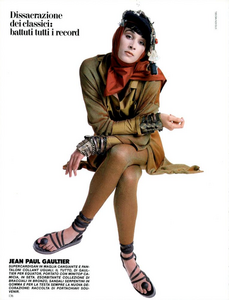 Meisel_Vogue_Italia_February_1985_01_03.thumb.png.010203168e8a8d97b3c95647ec139f43.png