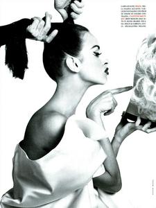 Meisel_Vogue_Italia_July_1991_03.thumb.png.85ae3d4314c280dfc0b190cc3f48305b.png