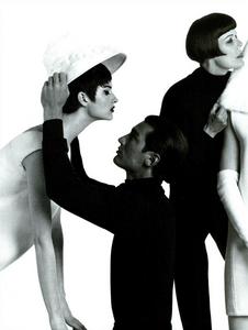Meisel_Vogue_Italia_July_1991_07.thumb.png.7c66e367c54559ce78963b91ec23f68e.png