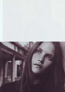 Meisel_Vogue_Italia_November_1999_34.thumb.jpg.6c0a0df7ac593a76bcc1ea3c3257b59c.jpg