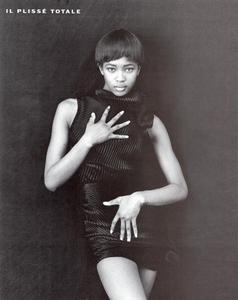 Tessuto_Ferri_Vogue_Italia_July_August_1989_03.thumb.png.7699c8e03613ecad174581a972c09ede.png