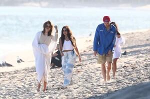 kendall-jenner-and-kourtney-kardashian-beach-in-malibu-07-16-2020-0.jpg