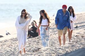 kendall-jenner-and-kourtney-kardashian-beach-in-malibu-07-16-2020-2.jpg