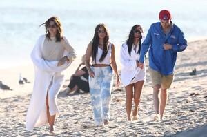 kendall-jenner-and-kourtney-kardashian-beach-in-malibu-07-16-2020-4.jpg