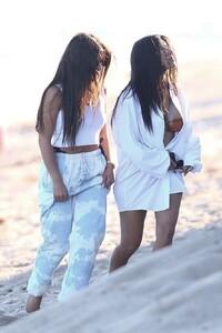 kendall-jenner-and-kourtney-kardashian-beach-in-malibu-07-16-2020-6.jpg