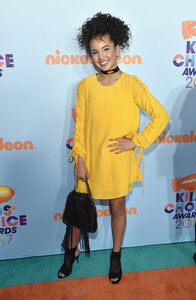 Sofia+Wylie+Nickelodeon+2017+Kids+Choice+Awards+yppIueaXjqUl.jpg