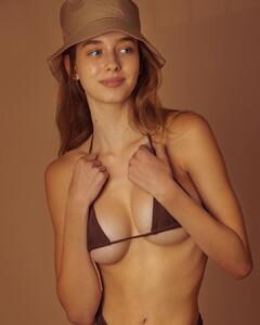 Elissa-Williams-by-Omar-Coria-2.thumb.jpg.d5d05ad45b1b57b24f574c4f38f76baa.jpg