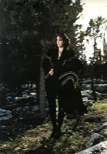 Hiro_Vogue_Italia_December_1982_08.thumb.png.5306adc2075715bb82d3dbe8df70718d.png