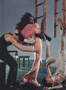 Klein_US_Vogue_March_2004_03.thumb.jpg.9e0543c888422d295af2eee8ea521c51.jpg