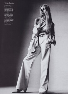 Penn_US_Vogue_April_1997_06.thumb.jpg.f27a69d0954d47faf80963637b2bd827.jpg