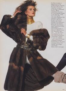 Penn_US_Vogue_November_1986_01.thumb.jpg.939a18324e528f02763c98bebeab14d9.jpg