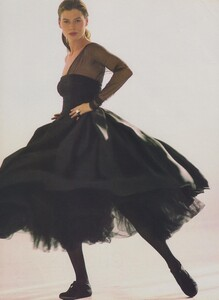 Sheer_Elgort_US_Vogue_December_1988_03.thumb.jpg.1935bd6c9094f55d1a1012958a38a9a6.jpg