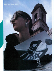 Spalle_Bailey_Vogue_Italia_September_1984_02_06.thumb.png.93db889db26eb97ace2acd5388b62f31.png
