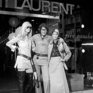 betty-catroux-yves-saint-laurent-e-loulou-de-la-falaise-london-1969-getty-archive.thumb.jpg.ac5a6808cabe42a36865028cc66492f2.jpg