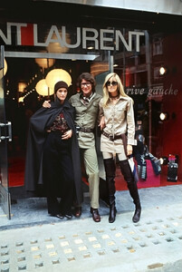 betty-catroux-yves-saint-laurent-e-loulou-de-la-falaise-london-1969.thumb.jpg.0365c866ec8c9c34e0c03897718eb721.jpg