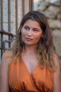 laetitia-casta-at-lumio-s-literary-encounters-in-front-of-over-a-hundred-people-in-the-village-s-new-green-theater-12.thumb.jpg.91370fcd591120cd7a330157770386c0.jpg