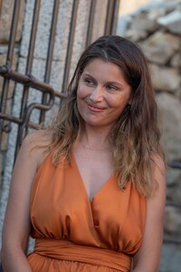 laetitia-casta-at-lumio-s-literary-encounters-in-front-of-over-a-hundred-people-in-the-village-s-new-green-theater-7.thumb.jpg.d2f66e1521714fcff926f468fc71ad64.jpg